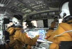 Kokpit STS-107 při návratu
