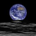 Východ Země nad Měsícem. Zdroj: NASA/Goddard/Arizona State University