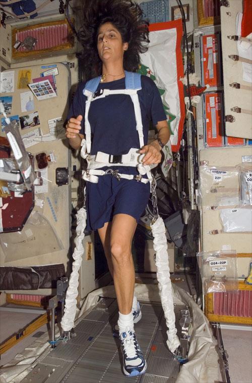 Sunita Williamsová zaběhla na ISS maraton už v roce 2007