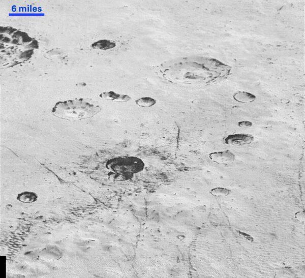 Krátery na Sputnik planum