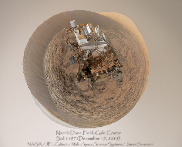 Sol 1197 polární panorama Curiosity, duny Namib a okolí z kamery MastCam34. Foto: NASA/JPLMSSS/James Sorenson