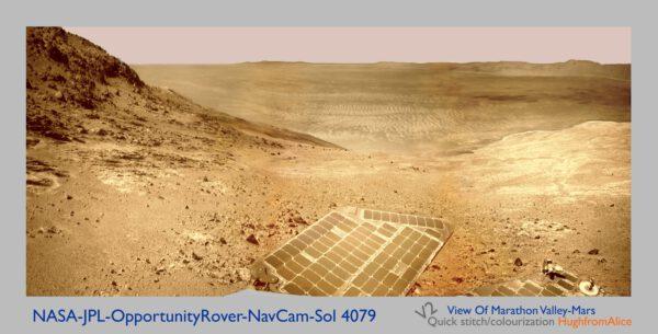 Sol 4079 panorama z navigační kamery Opportunity, obarveno. Foto: NASA/JPL-Caltech/MSSS