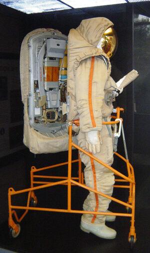 Skafandr Krečet-94 pro lunární EVA