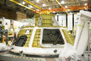 Snímek pořízený před Vánoci ukazuje, že na základní kostře Orionu už chybí jediný svar
