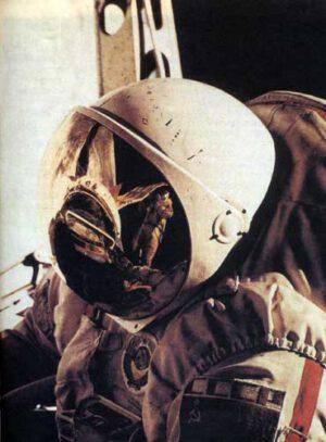 Známá fotografie již lehce otlučeného Orlanu-D během EVA Kovaljonka a Ivančenkova