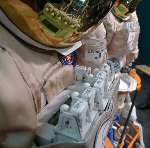 Detail ovládací jednotky ПО-4 skafandru Orlan-MK
