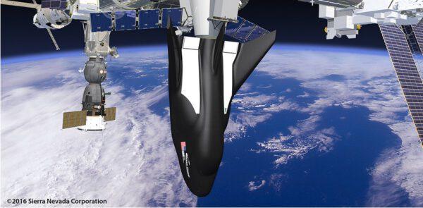 Dream Chaser v nákladní konfiguraci u ISS