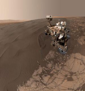 """Selfie"" Curiosity u duny Namib pořízené 19. ledna"