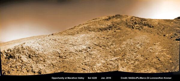 Sol 4228 Opportunity v Marathon Valley. NASA/JPL/Marco di Lorenzo/Ken Kramer