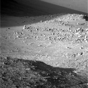 Sol 4267 PanCam, zelený filtr, blízké i vzdálené. NASA/JPL/MSSS