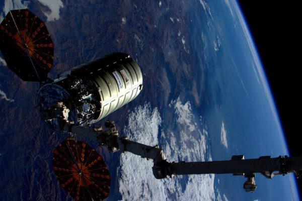 Cygnus opouští ISS