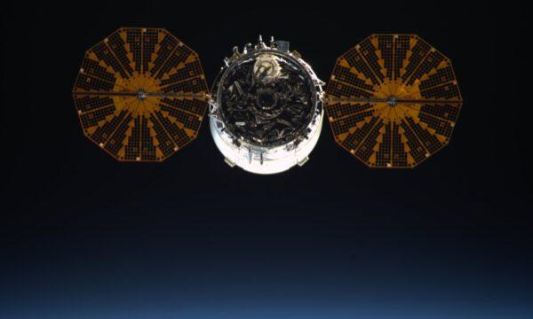Cygnus odlétá od ISS