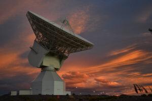 Radiová sledovací stanice v New Norica (Austrálie), která měřila změny v signálu od sondy.