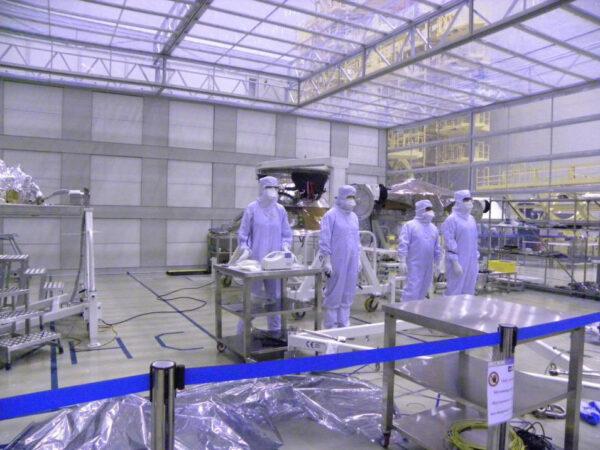 Speciální stan v montážní hale kosmodromu Bajkonur