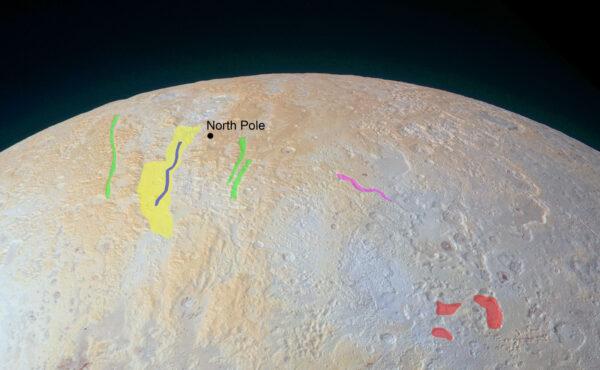 Severní pól Pluta s vyznačenými oblastmi se zajímavými útvary