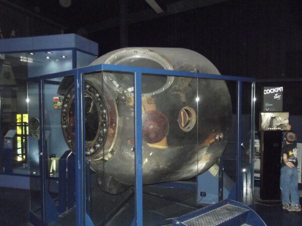 Sojuz T6 na pařížském letišti Le Bourget.