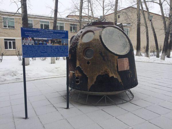 Návratový modul Sojuzu TMA07M v Uglegorsku. Kdo nevěří, ať tam běží...