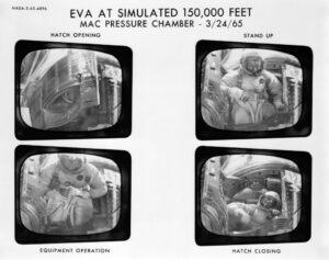 Ed White na záběrech z nácviku stand-up EVA v podtlakové komoře