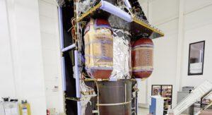Detailní pohled na nádrže s tlakovacím heliem