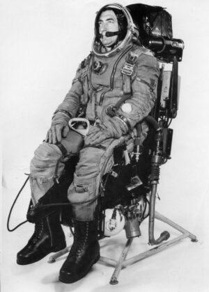 Figurant ve skafandru Striž na katapultážním křesle K-36RB