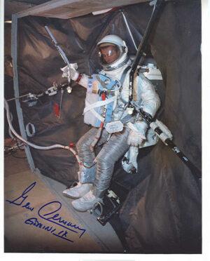 Gene Cernan během výcviku na maketě zádě adaptérové sekce Gemini