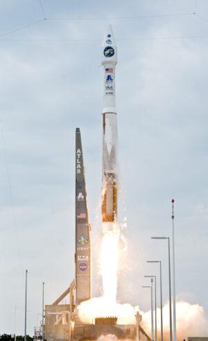Raketa Atlas V ve verzi 401 vynáší sondy LRO a LCROSS