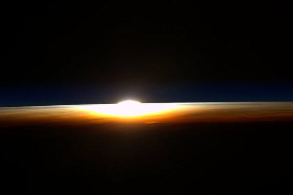 Poslední západ Slunce, který Scott Kelly zažil na palubě ISS