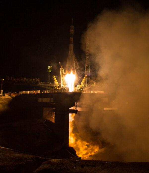 Sojuz TMA-20M na vrcholu rakety Sojuz-FG míří k obloze
