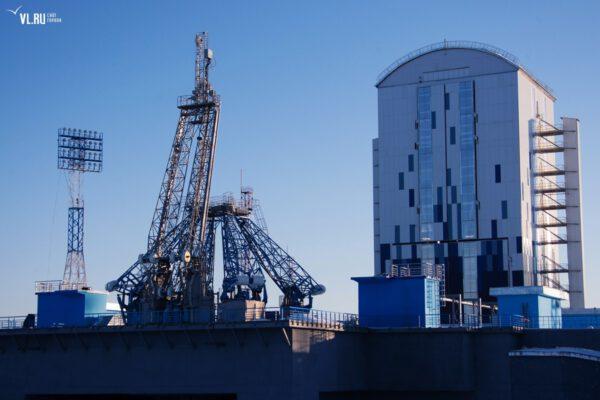 Startovní rampa s obslužnou věží