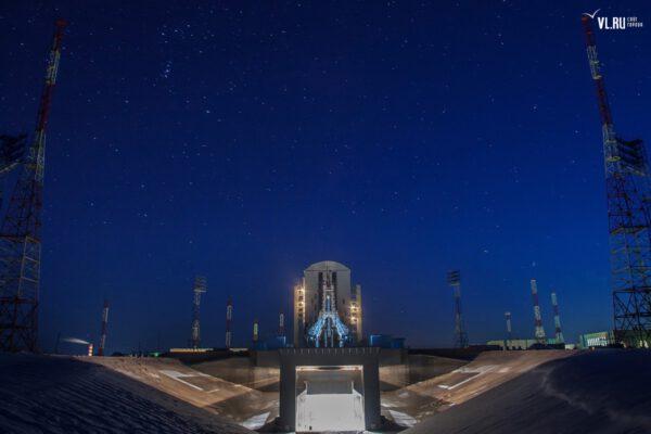 Noc na kosmodromu Vostočnyj