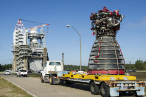 Převoz motoru RS-25 s označením 2059 na testovací stanoviště A1