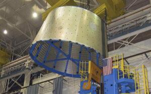 Spodní část testovacího kusu adaptéru LVSA, který při ostrém provozu propojí první a druhý stupeň SLS.