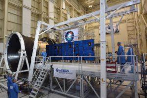 Rozvinutí solárních panelů na testovacím exempláři servisního modulu pro Orion.