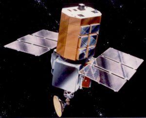 Satelit Solar Maximum Mission (SolarMax) v představě výtvarníka