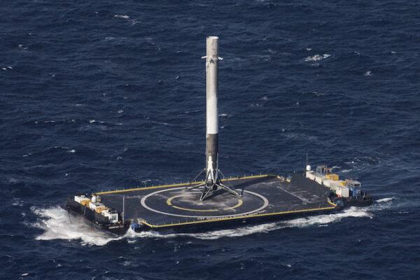 První stupeň Falconu 9 bezpečně přistál