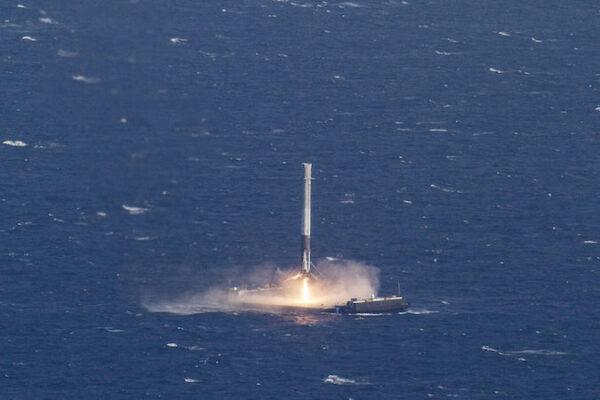 První stupeň Falconu 9 přistává