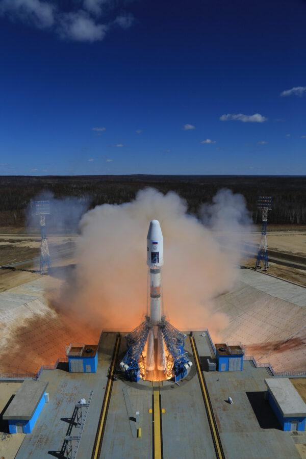 Sojuz 2-1A se vydává na cestu