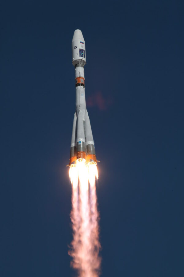 Sojuz 2-1A stoupá k jasnému nebi
