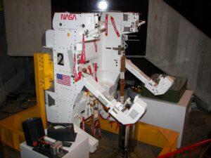 Křeslo MMU výrobního čísla 002 během přípravy k misi STS-41-B