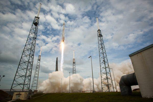 Start mise MAVEN na raketé Atlas V.