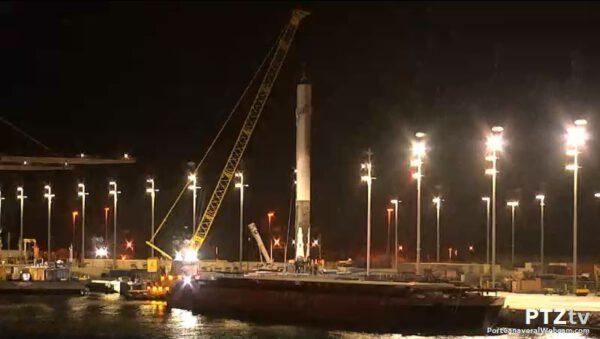 Falcon 9 připraven k převozu