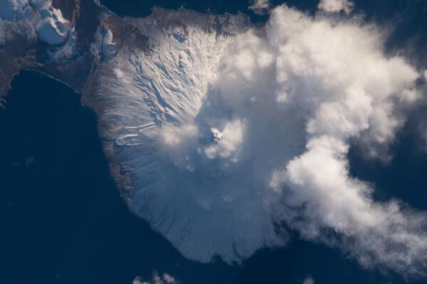 Aktivní stratovulkán Mt.Cleveland na Aleutských ostrovech