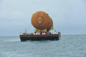 Přeprava ET-94 na pontonu