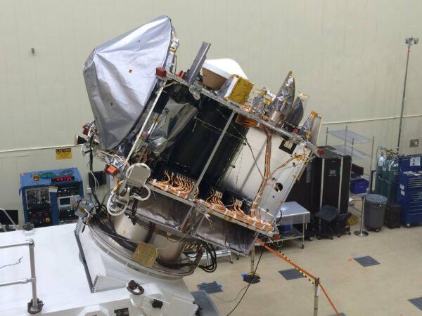 Sonda OSIRIS REx čeká na přesun na floridský kosmodrom