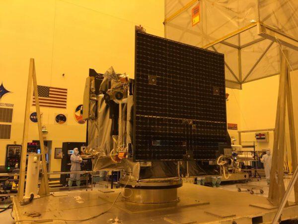 Na sondu nyní čeká série kontrol a zkoušek, které ji postupně připraví na start, se kterým se stále počítá na 8. září.
