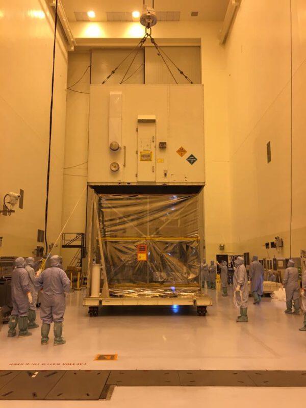 Pod ním se nacházela zabalená sonda OSIRIS-REx