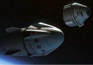 Dvě soukromé lodě pro dopravu posádky na ISS - v popředí Dragon 2 (Crew Dragon), v pozadí pak Starliner.