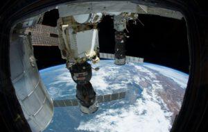 Lodě Progress a Sojuz zakotvené u ISS.