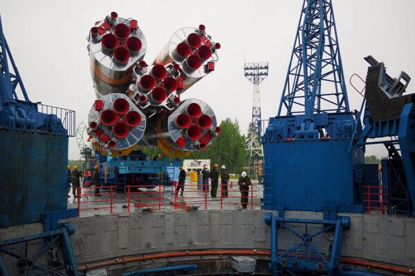 Vývoz rakety Sojuz na startovní rampu