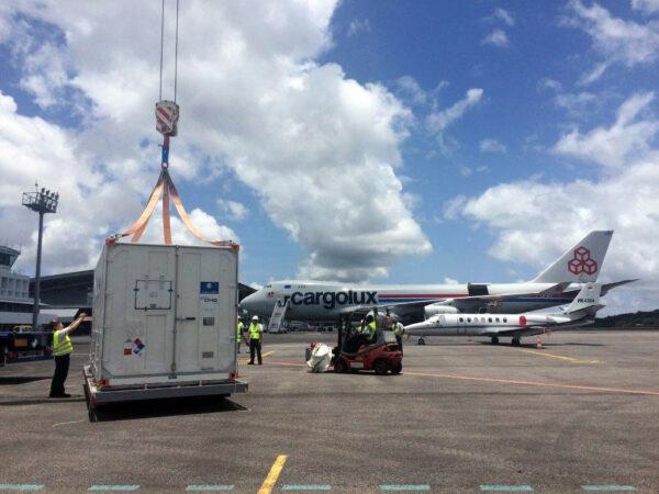 Danielé a Alizée dorazily na letiště Félix Eboué Airport